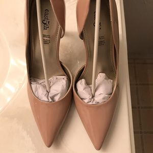 Tan/nude patent leather East 5th heels NWT